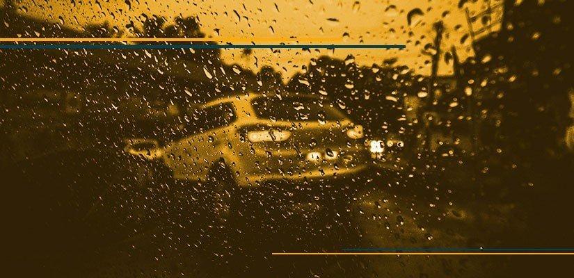 dirigir na chuva forte